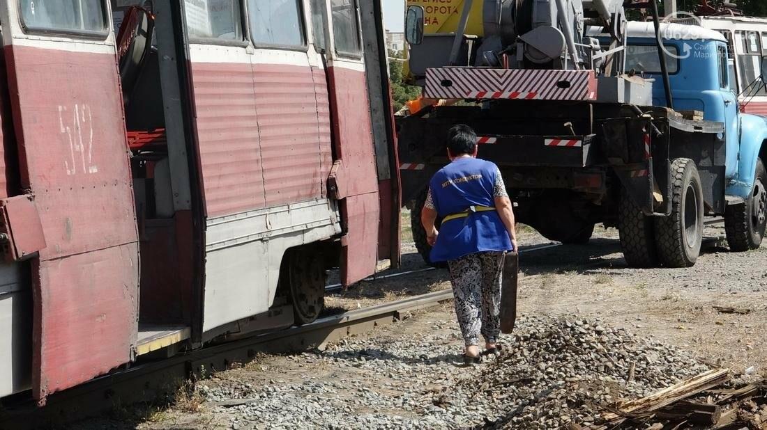В Мариуполе трамвай сошел с рельс (ФОТО), фото-17