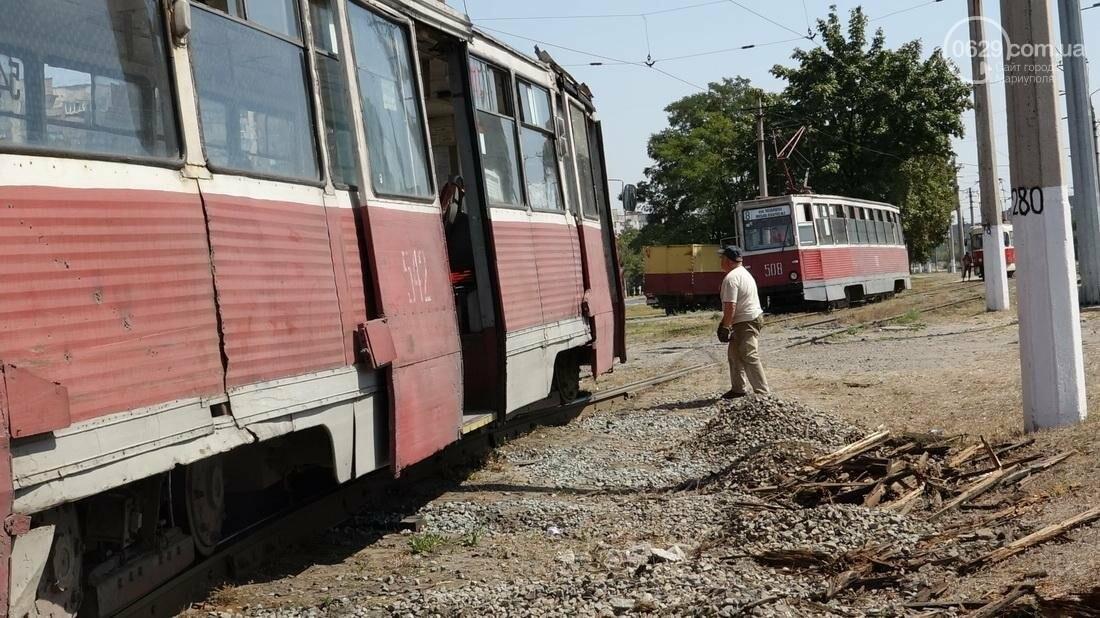 В Мариуполе трамвай сошел с рельс (ФОТО), фото-18