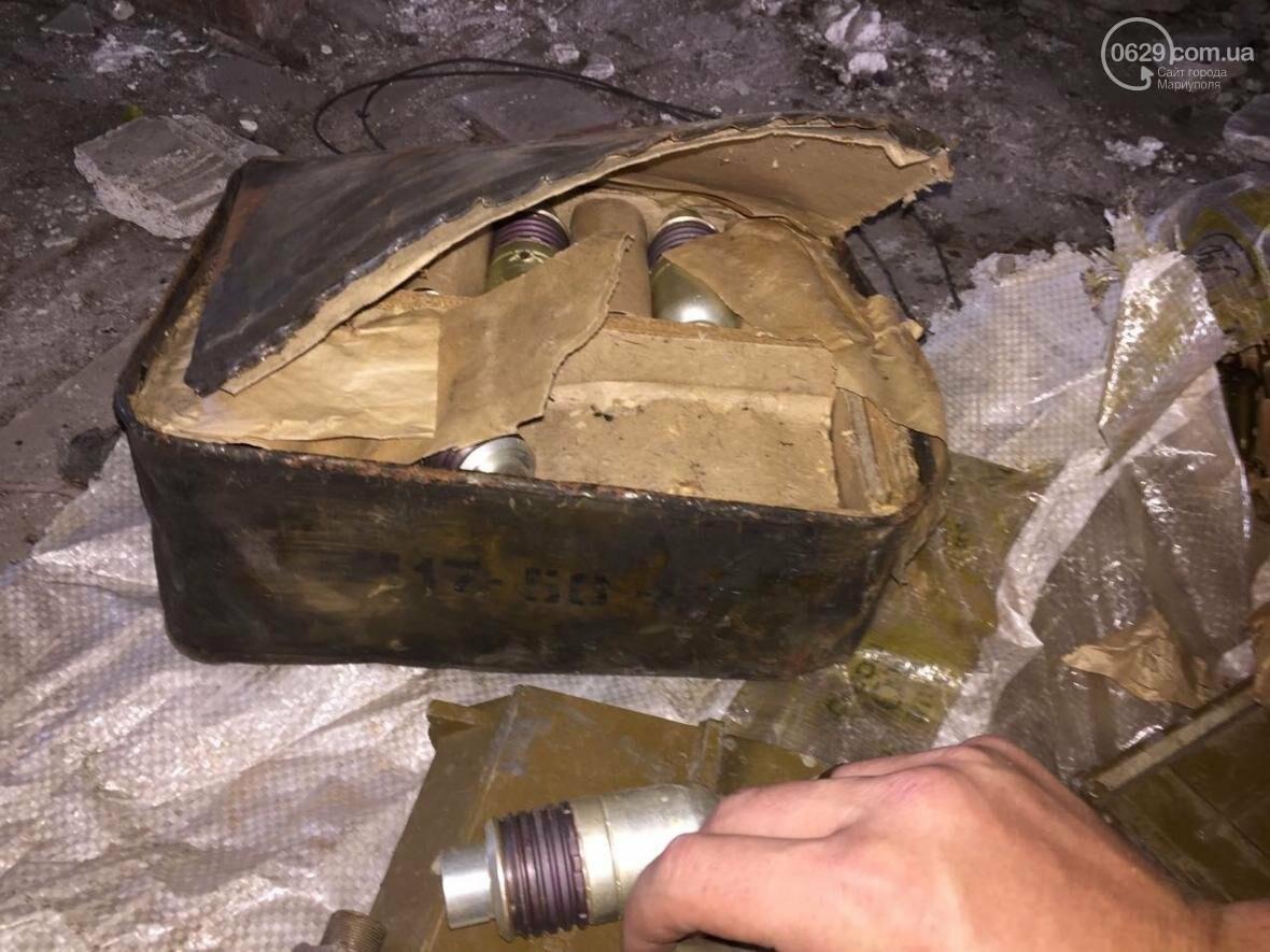 В разрушенной больнице под Мариуполем обнаружен ящик с тротилом и гранатами (ФОТО), фото-2
