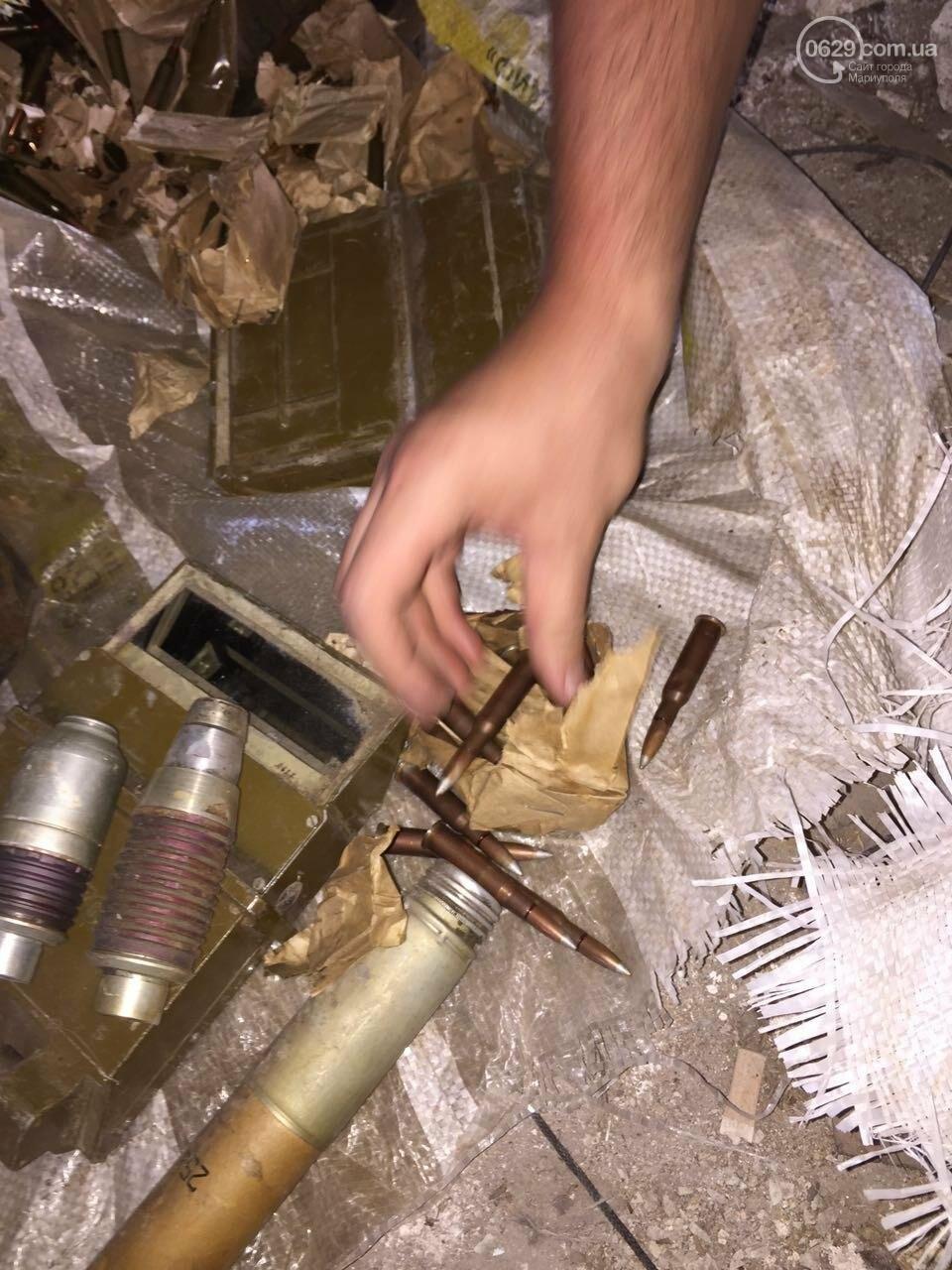 В разрушенной больнице под Мариуполем обнаружен ящик с тротилом и гранатами (ФОТО), фото-9