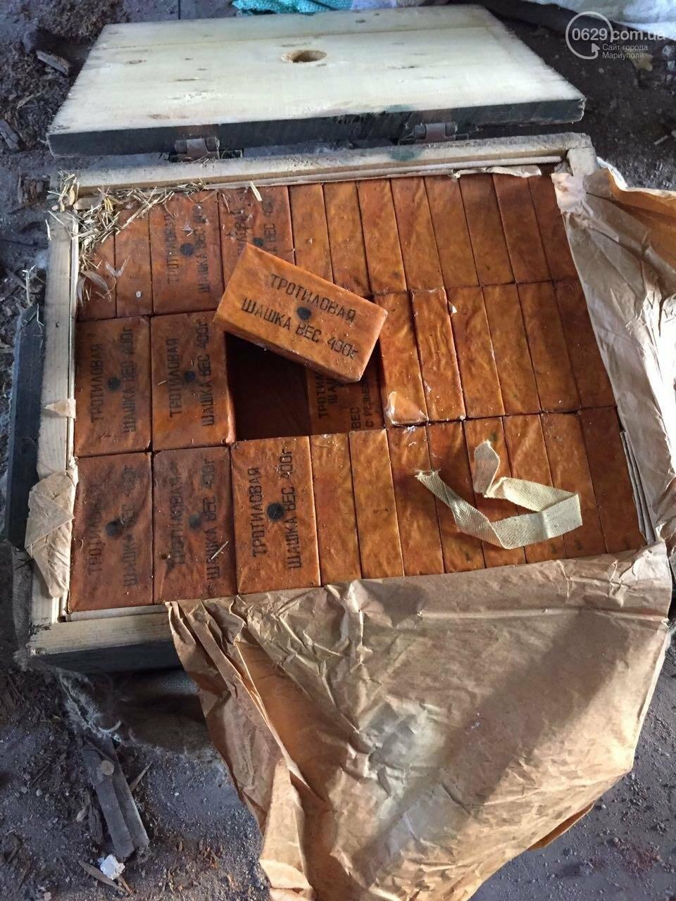 В разрушенной больнице под Мариуполем обнаружен ящик с тротилом и гранатами (ФОТО), фото-4