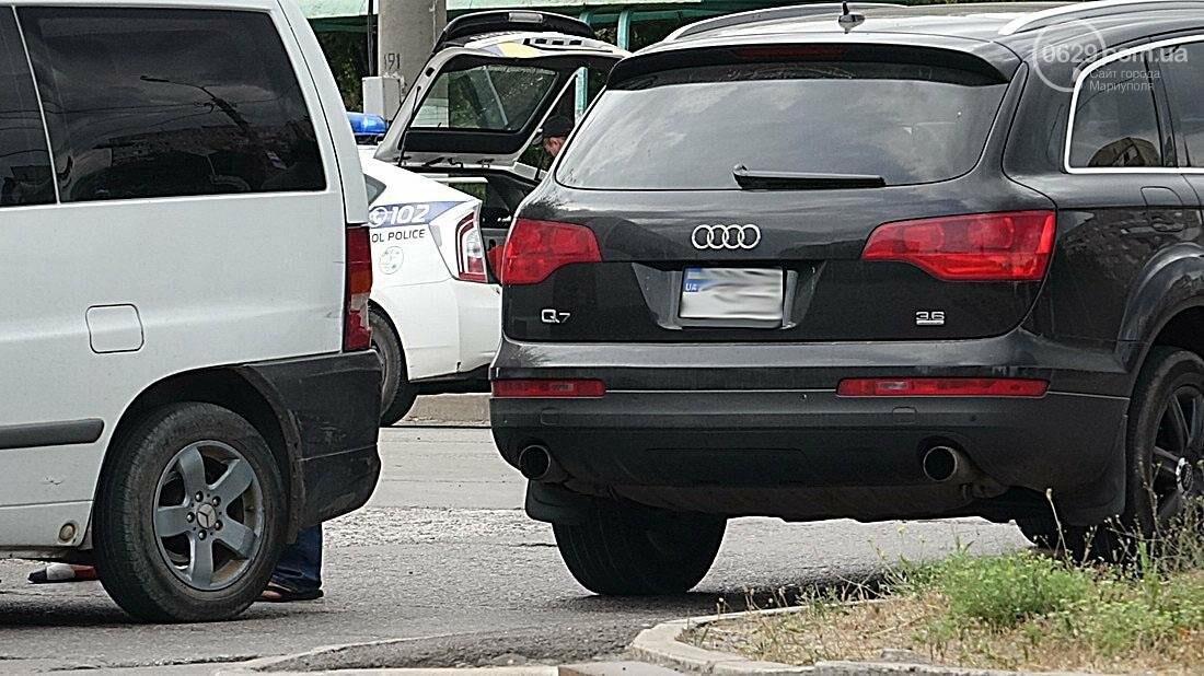 """На перекрестке в  Мариуполе столкнулись """"Мерседес"""" и """"Ауди""""( Фотофакт), фото-2"""