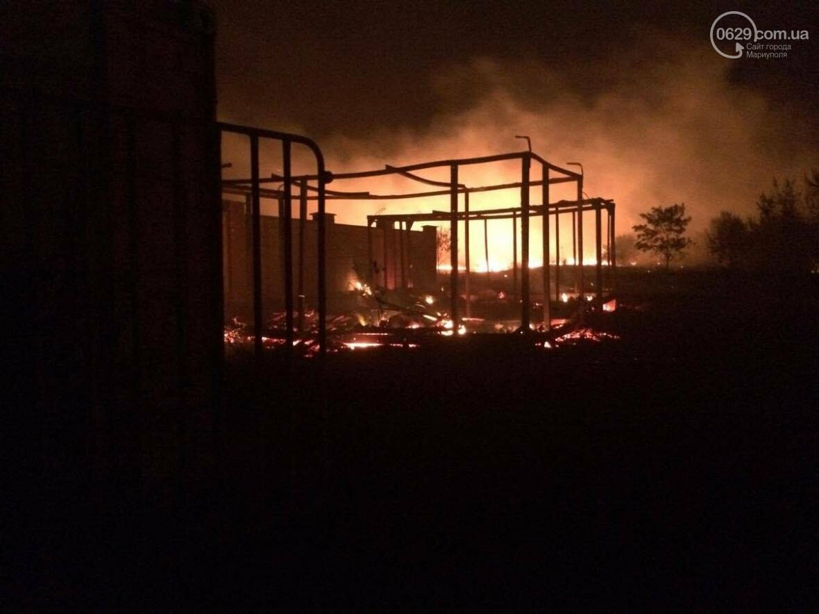 В Мелекино, вблизи пансионатов, горят поля. Люди эвакуируются (ФОТО), фото-1