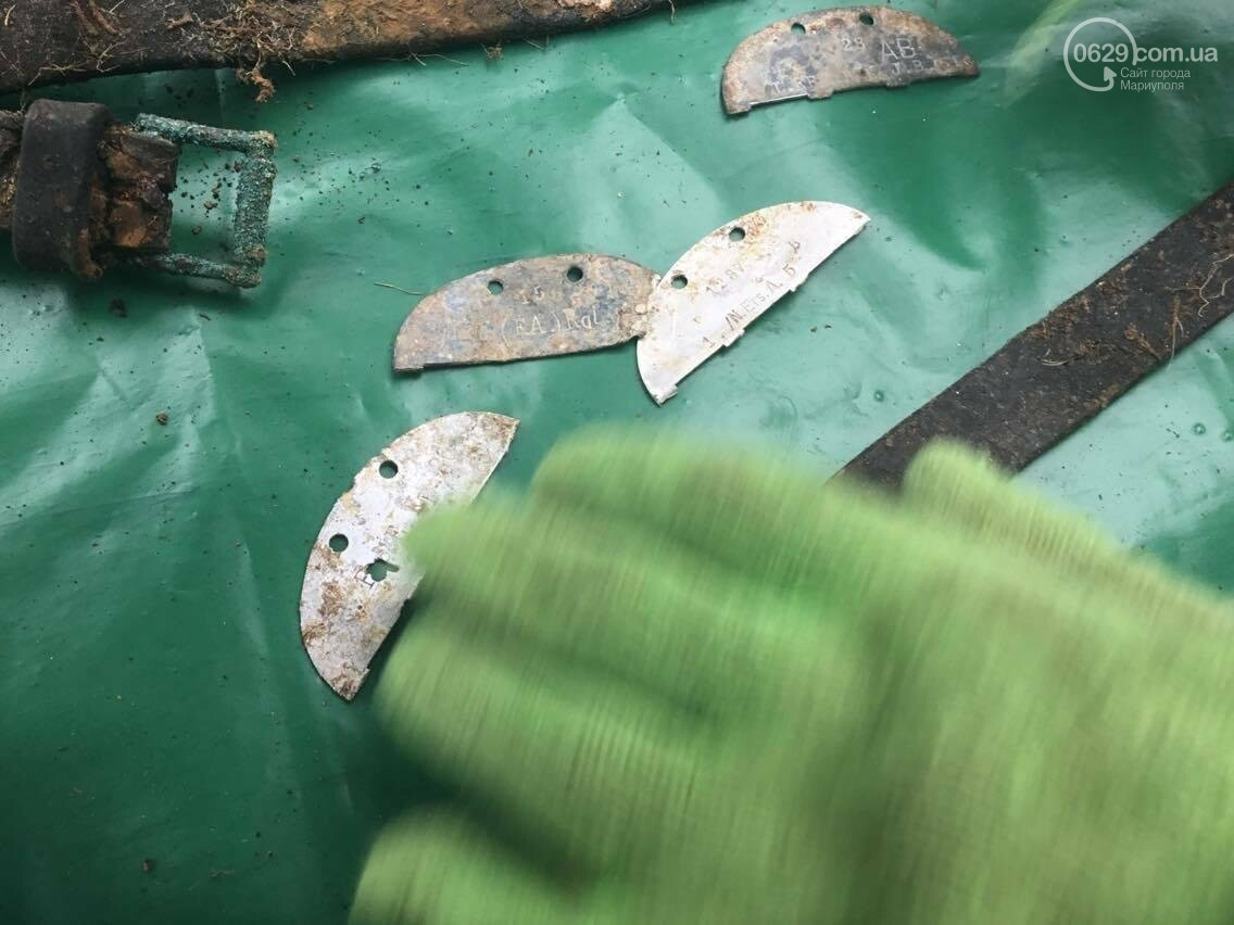 Жетоны, пуговицы, ремень. В ходе раскопок в Мариуполе выяснились новые подробности (ФОТО, ВИДЕО), фото-8