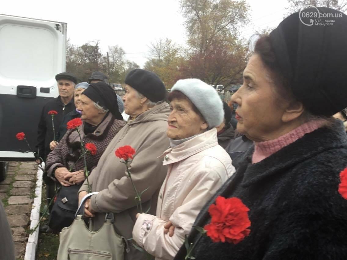 В Мариуполе перезахоронили останки советского воина, найденные на немецком кладбище (ФОТО, ВИДЕО), фото-11