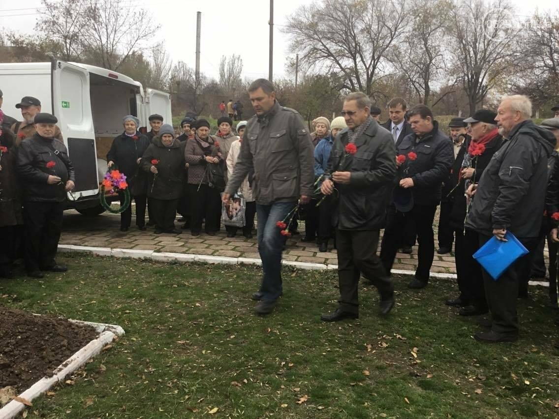 В Мариуполе перезахоронили останки советского воина, найденные на немецком кладбище (ФОТО, ВИДЕО), фото-6