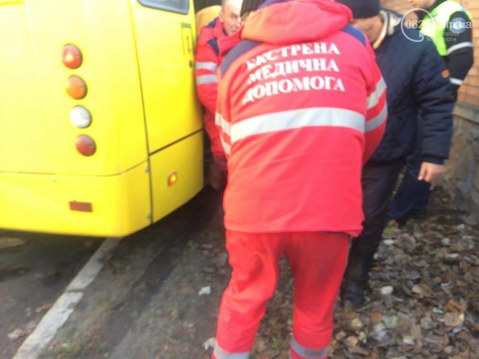 В Мариуполе маршрутка врезалась в дерево. Пострадали около 10 человек (ФОТО, ВИДЕО), фото-5