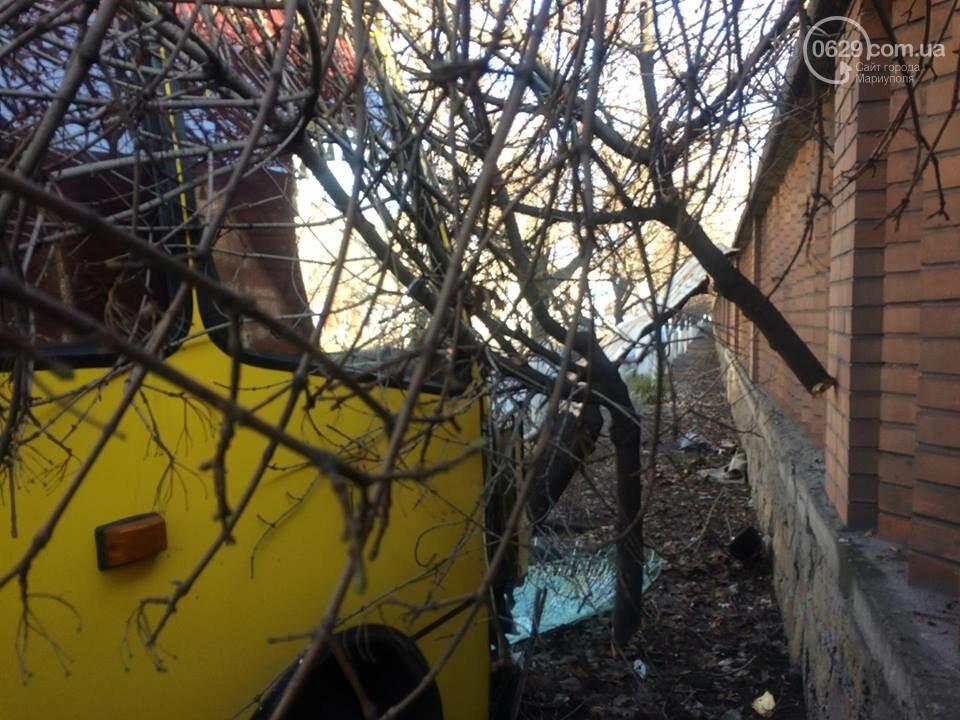 В Мариуполе маршрутка врезалась в дерево. Пострадали около 10 человек (ФОТО, ВИДЕО), фото-8