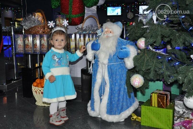 В «Савоне» маленькие мариупольцы получили подарки от Святого Николая и компании «Экоильичпродукт» и «УОПТ», фото-3