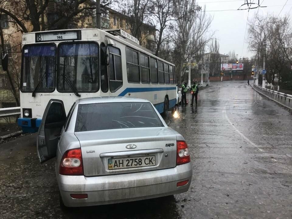 """В Мариуполе """"Лада"""" врезалась в троллейбус. Пострадал ребенок (ФОТО+ВИДЕО), фото-3"""