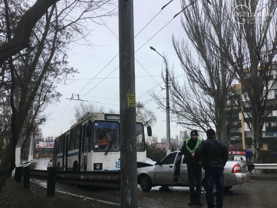 """В Мариуполе """"Лада"""" врезалась в троллейбус. Пострадал ребенок (ФОТО+ВИДЕО), фото-11"""