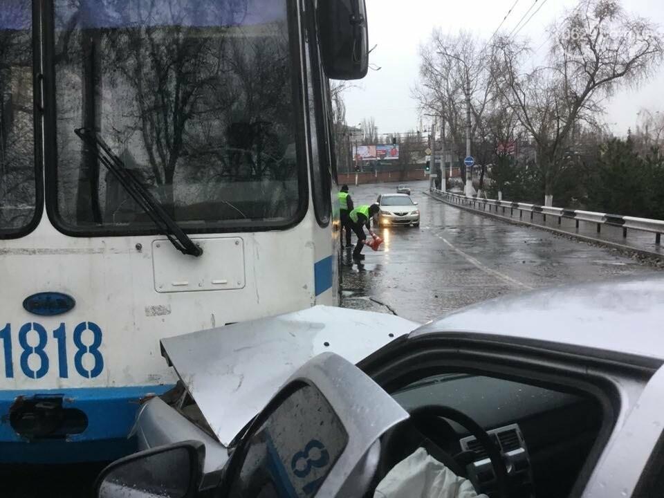 """В Мариуполе """"Лада"""" врезалась в троллейбус. Пострадал ребенок (ФОТО+ВИДЕО), фото-7"""