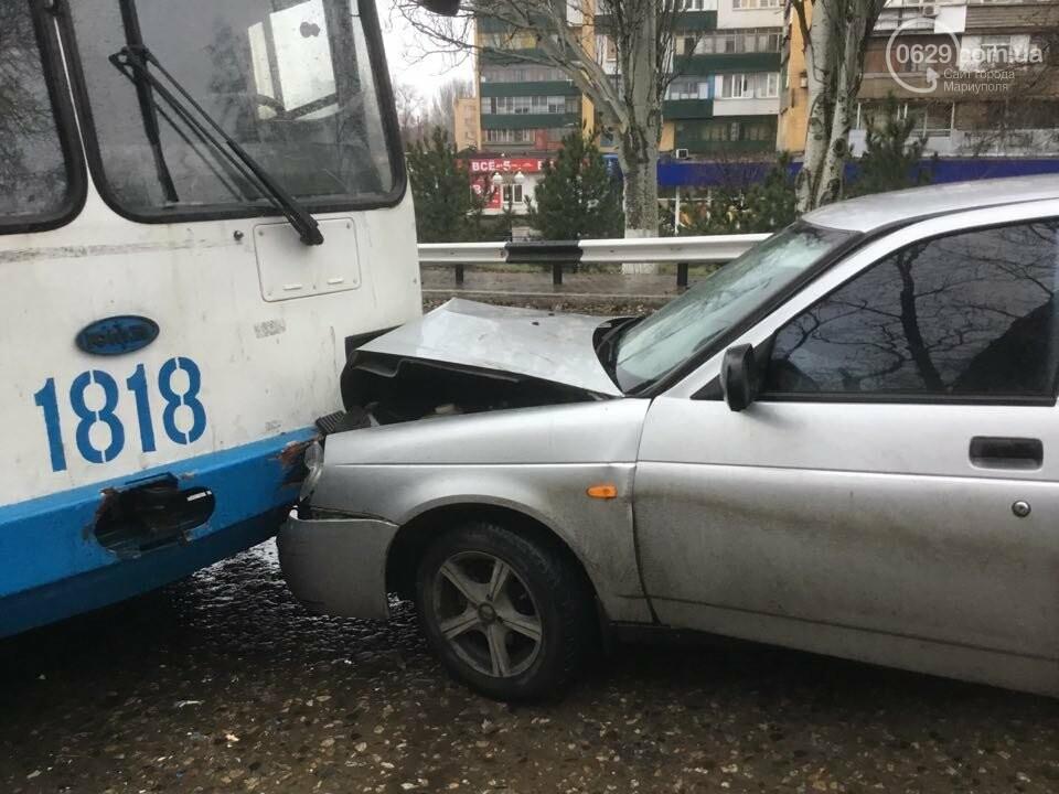 """В Мариуполе """"Лада"""" врезалась в троллейбус. Пострадал ребенок (ФОТО+ВИДЕО), фото-8"""