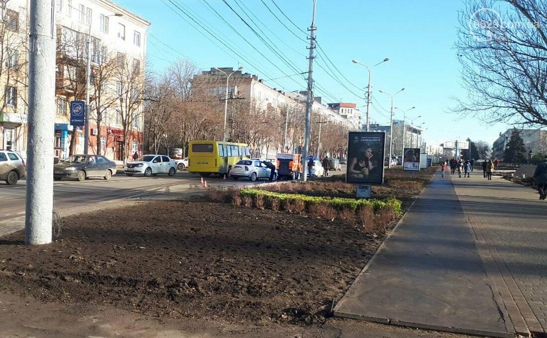 """В Мариуполе """"Дэу"""" протаранил автомобиль для чистки дороги (ФОТО), фото-1"""