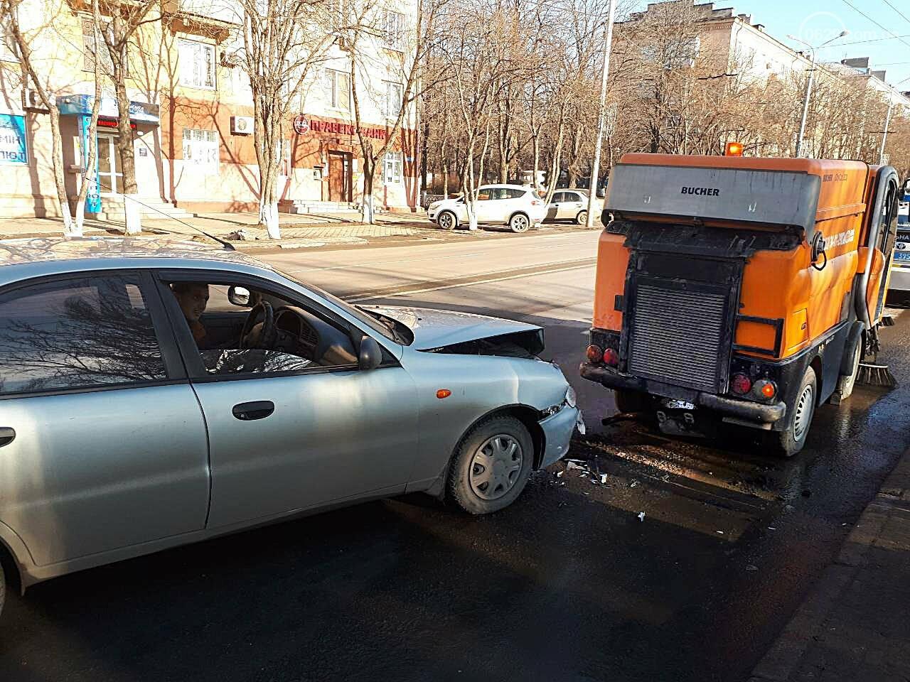 """В Мариуполе """"Дэу"""" протаранил автомобиль для чистки дороги (ФОТО), фото-4"""