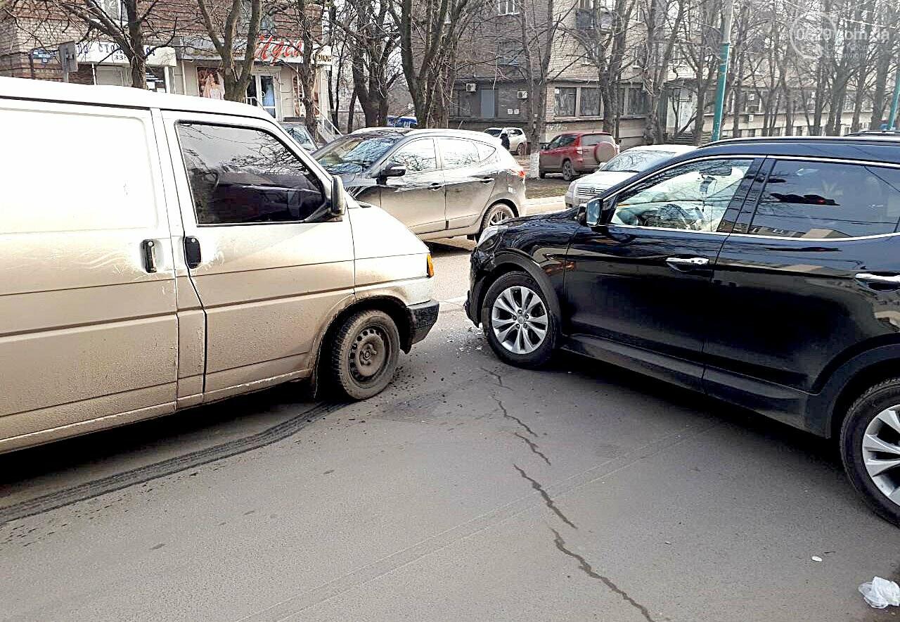 В Мариуполе микроавтобус столкнулся с внедорожником (ФОТО), фото-2