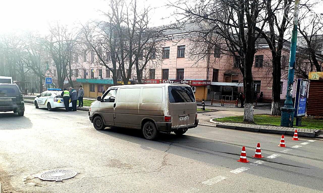 В Мариуполе микроавтобус столкнулся с внедорожником (ФОТО), фото-3