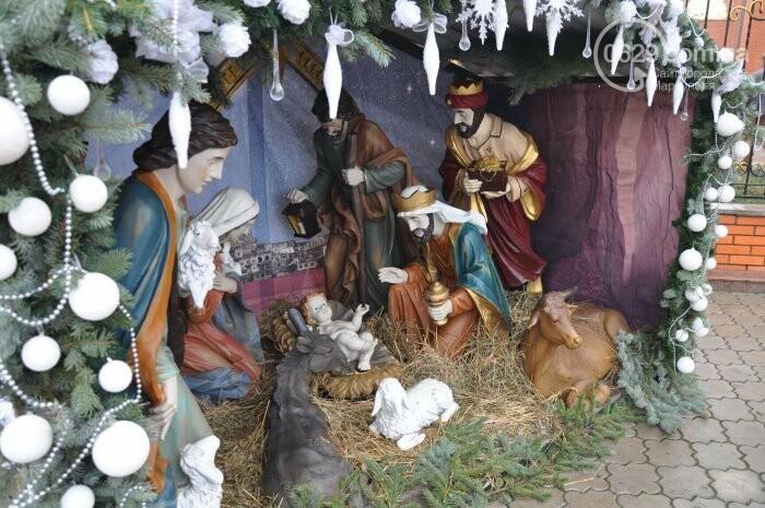 На Рождество в Свято-Покровском храме с. Боевое верующие соревновались в исполнении щедривок (Аэросъемка), фото-3