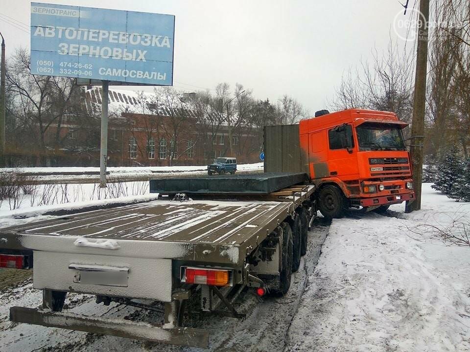 В Мариуполе грузовик с металлом врезался в столб (ФОТО), фото-4