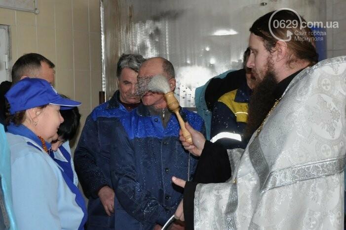 В канун Богоявления на мариупольском заводе питьевых вод освятили Крещенскую воду, фото-11