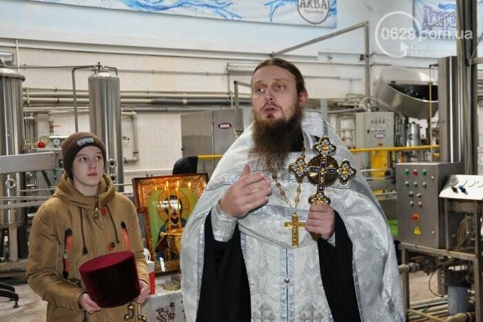 В канун Богоявления на мариупольском заводе питьевых вод освятили Крещенскую воду, фото-12