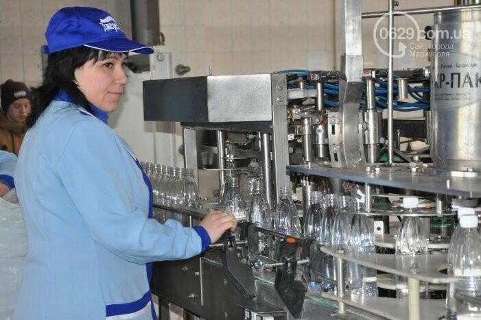 В канун Богоявления на мариупольском заводе питьевых вод освятили Крещенскую воду, фото-19