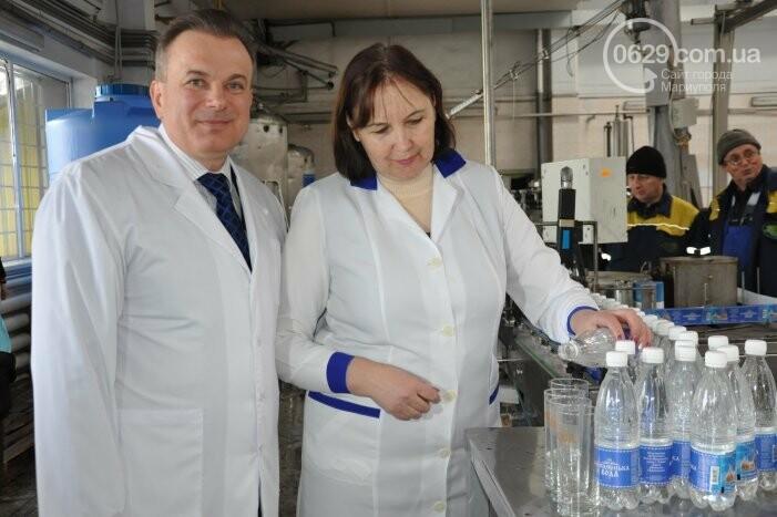 В канун Богоявления на мариупольском заводе питьевых вод освятили Крещенскую воду, фото-24