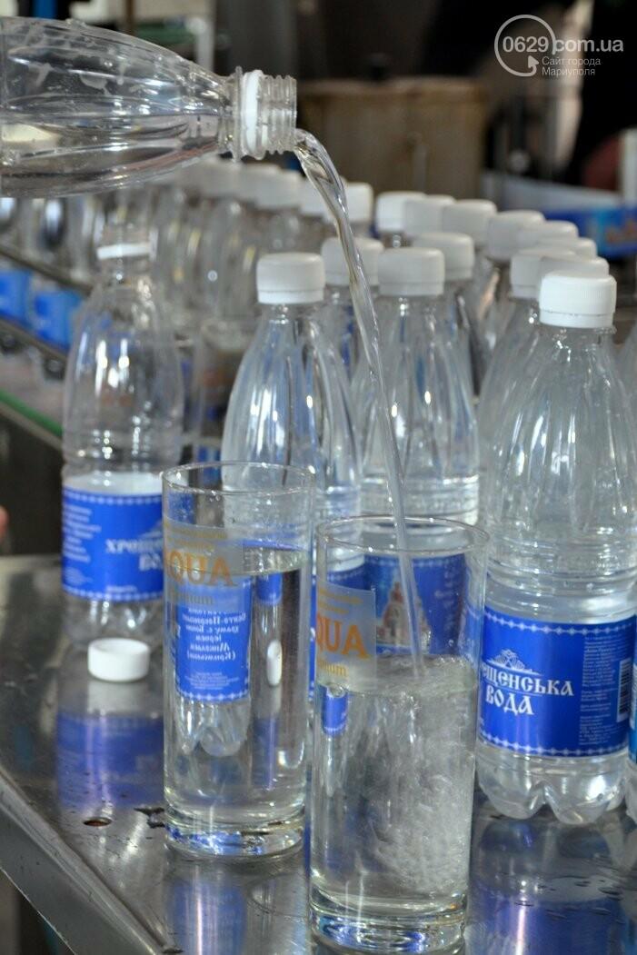 В канун Богоявления на мариупольском заводе питьевых вод освятили Крещенскую воду, фото-27