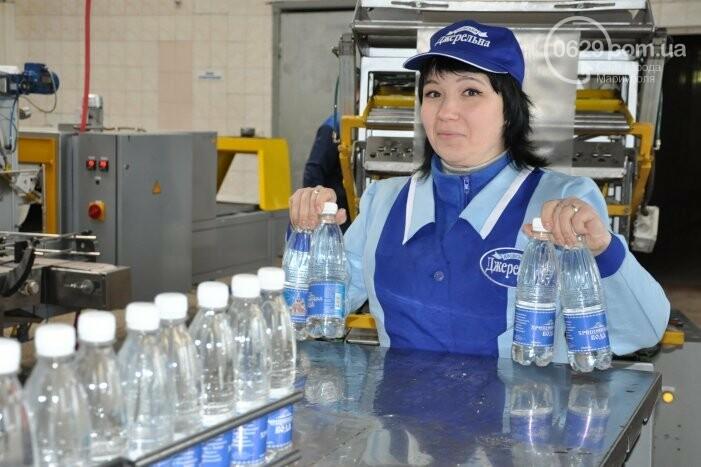 В канун Богоявления на мариупольском заводе питьевых вод освятили Крещенскую воду, фото-29