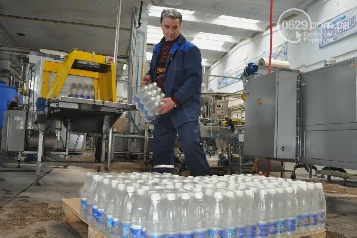 В канун Богоявления на мариупольском заводе питьевых вод освятили Крещенскую воду, фото-32