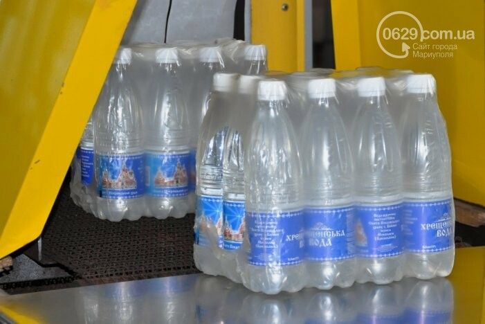 В канун Богоявления на мариупольском заводе питьевых вод освятили Крещенскую воду, фото-33