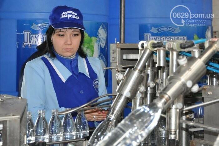 В канун Богоявления на мариупольском заводе питьевых вод освятили Крещенскую воду, фото-34