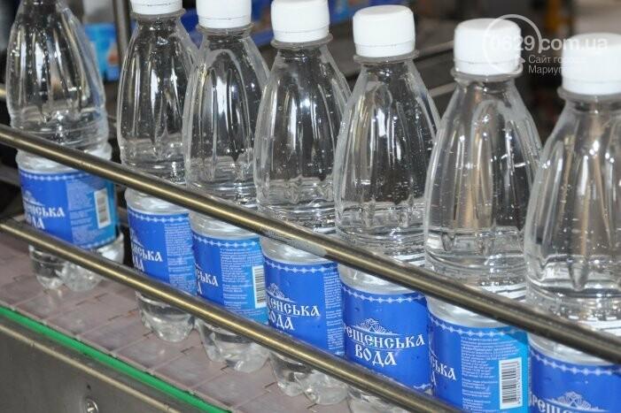 В канун Богоявления на мариупольском заводе питьевых вод освятили Крещенскую воду, фото-35
