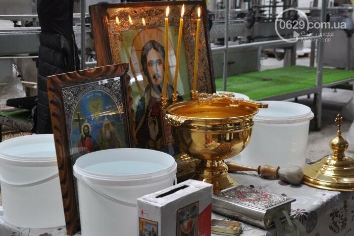 В канун Богоявления на мариупольском заводе питьевых вод освятили Крещенскую воду, фото-4
