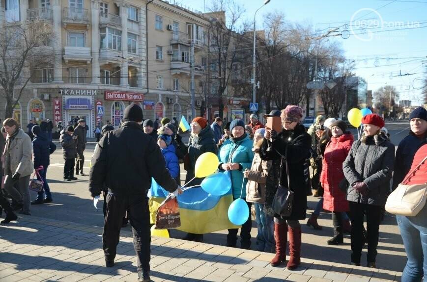 Флешмоб мариупольцев в День соборности  и годовщина трагедии в Донецке. О чем писал 0629.com.ua 22 января, фото-4