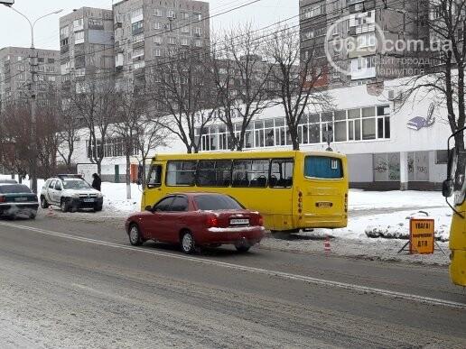 """В Мариуполе маршрутное такси въехало в """"Тойоту"""" (ФОТО), фото-1"""