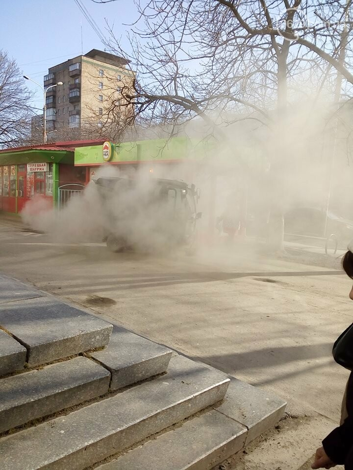 В Мариуполе подметальные машины запылили горожан (ФОТО, ВИДЕО), фото-1