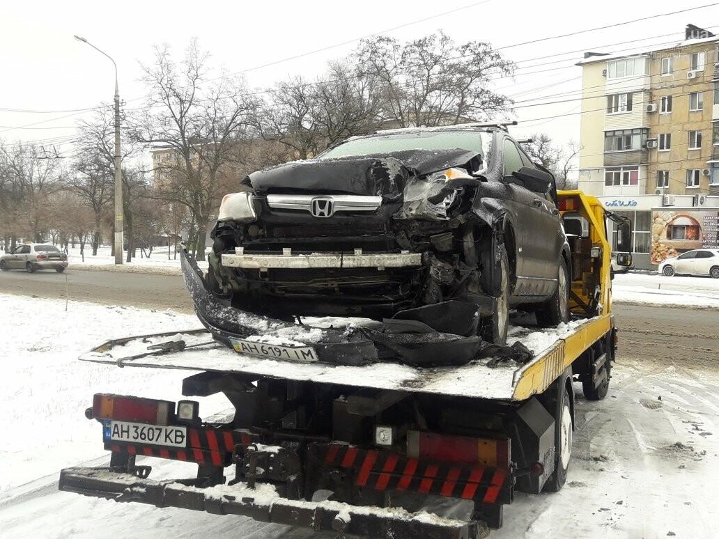В Мариуполе внедорожник сбил пенсионерку и врезался в столб (ФОТО), фото-2