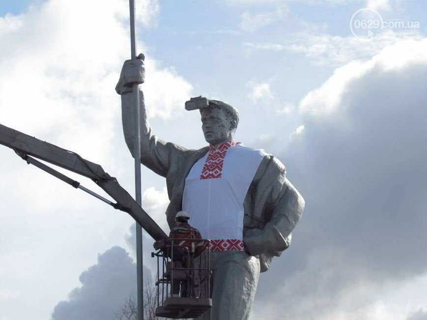 Мариупольского металлурга нарядили в вышиванку и день рождения ММК им. Ильича. О чем писал 0629.com.ua 13 февраля, фото-2
