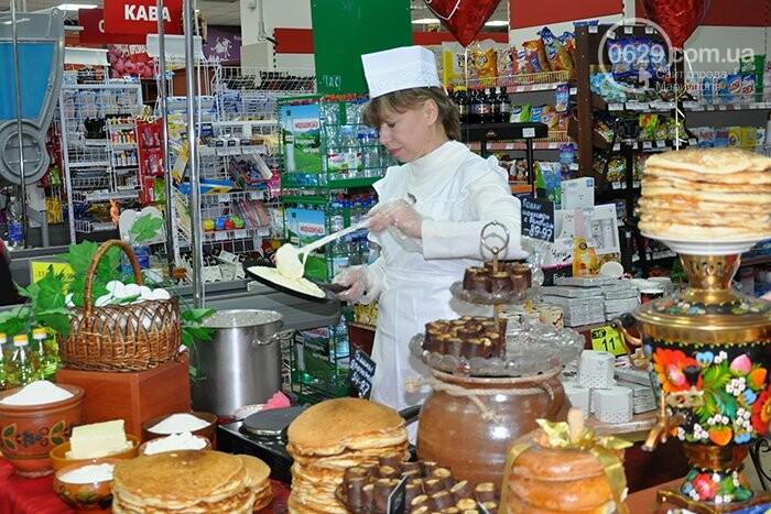 """Масленица в супермаркетах """"Яблочко"""":  покупателей угощают блинами с пылу с жару, фото-6"""