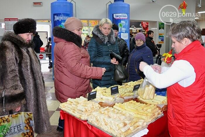 """Масленица в супермаркетах """"Яблочко"""":  покупателей угощают блинами с пылу с жару, фото-7"""