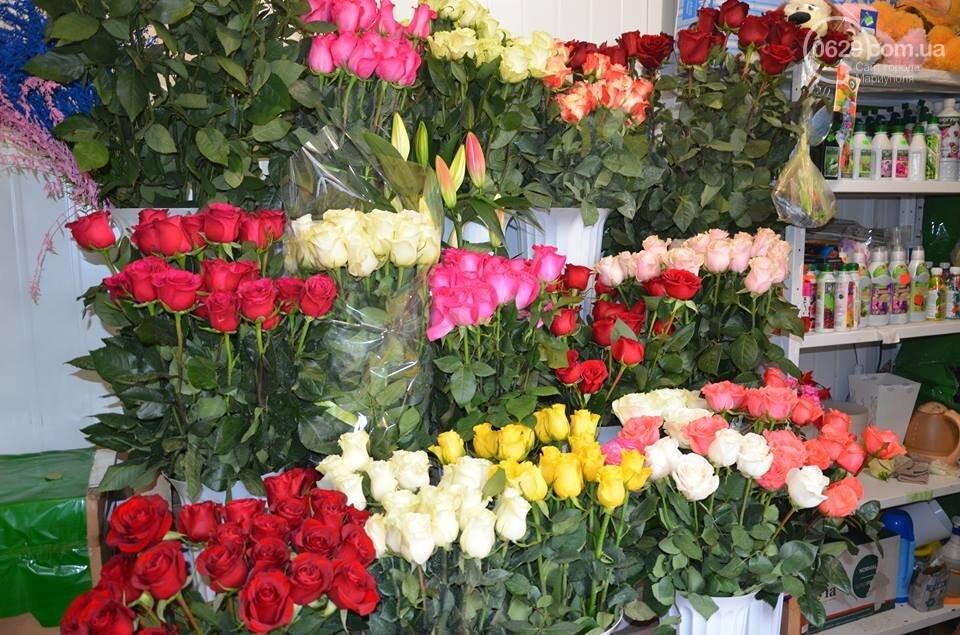 Розы и тюльпаны cтали самым ходовым товаром в Мариуполе (ФОТО+ВИДЕО), фото-27