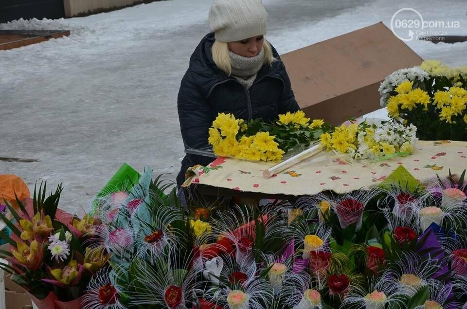 Розы и тюльпаны cтали самым ходовым товаром в Мариуполе (ФОТО+ВИДЕО), фото-17