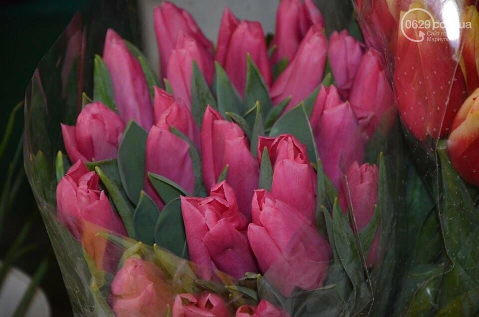 Розы и тюльпаны cтали самым ходовым товаром в Мариуполе (ФОТО+ВИДЕО), фото-19