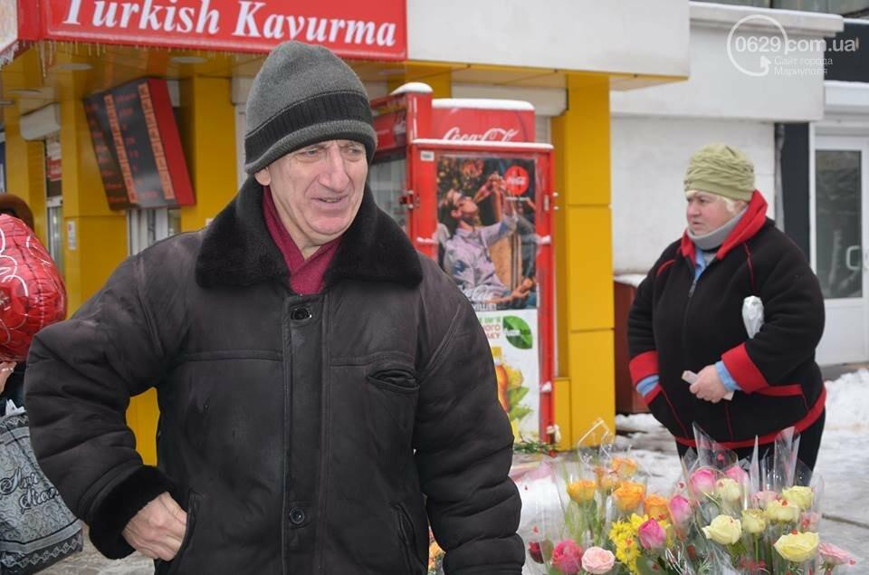 Розы и тюльпаны cтали самым ходовым товаром в Мариуполе (ФОТО+ВИДЕО), фото-20