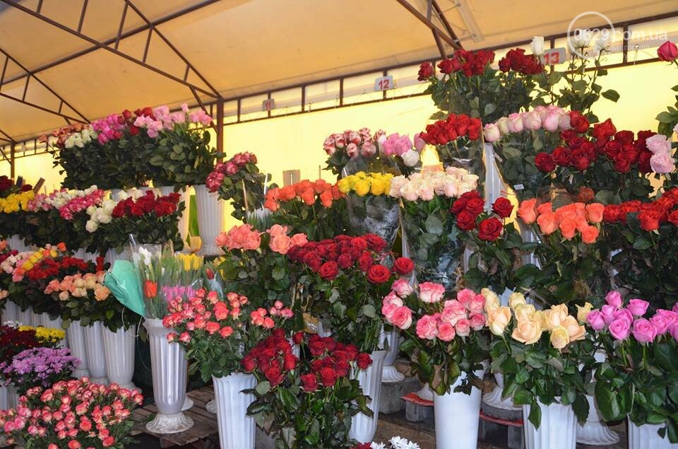 Розы и тюльпаны cтали самым ходовым товаром в Мариуполе (ФОТО+ВИДЕО), фото-22
