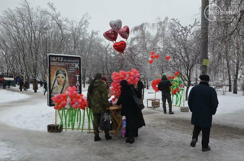 Розы и тюльпаны cтали самым ходовым товаром в Мариуполе (ФОТО+ВИДЕО), фото-28