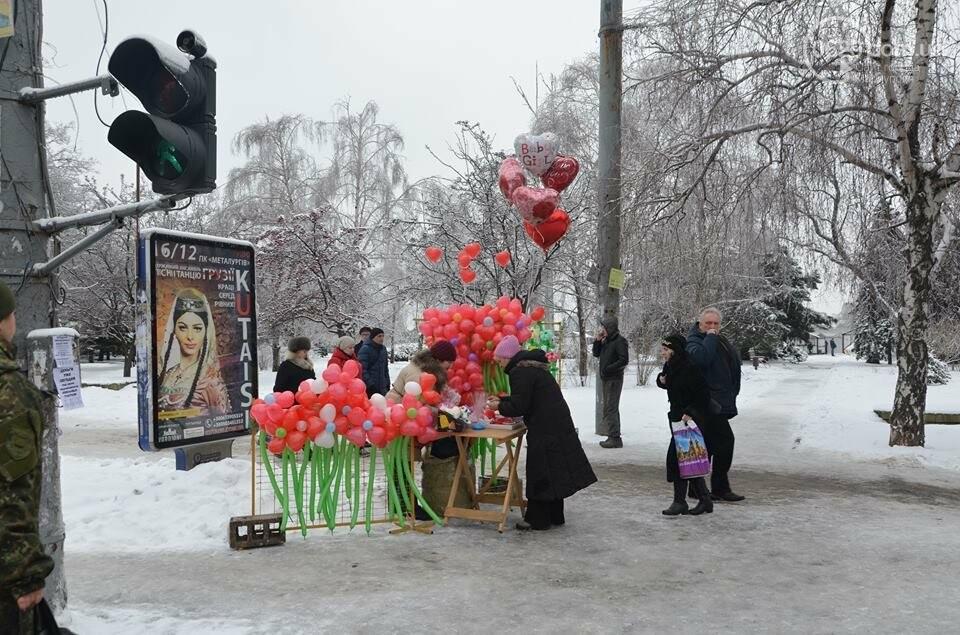 Розы и тюльпаны cтали самым ходовым товаром в Мариуполе (ФОТО+ВИДЕО), фото-30