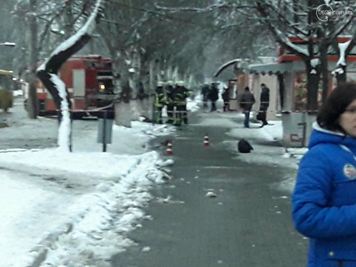 В Мариуполе на площади Кирова обнаружен опасный чемодан. Работают саперы (ФОТО), фото-2
