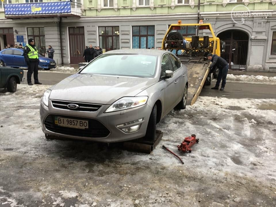 """В Мариуполе общественники """"сдают"""" полиции автомобили, припаркованные с нарушениями (ФОТО+ВИДЕО), фото-1"""